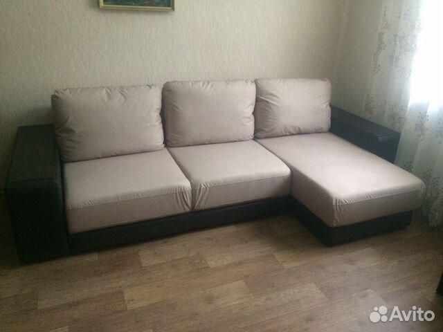 Диван   много мебели