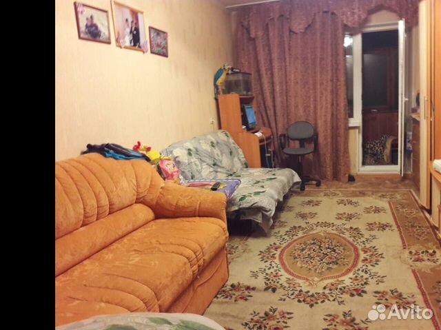 Комната, мира 50 8  комната, 60 лет октября 55 9  в комнате есть все обходимое для проживания, техника общая на кухне.