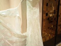 Красивое свадебное платье по фигуре со шлейфом